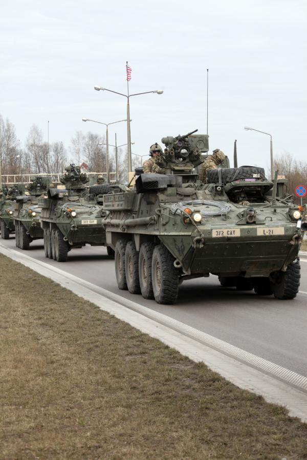 Amerykański konwój DRAGOON RIDE jedzie przez Polskę
