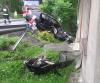 Samochód rozbity na pechowym zakręcie