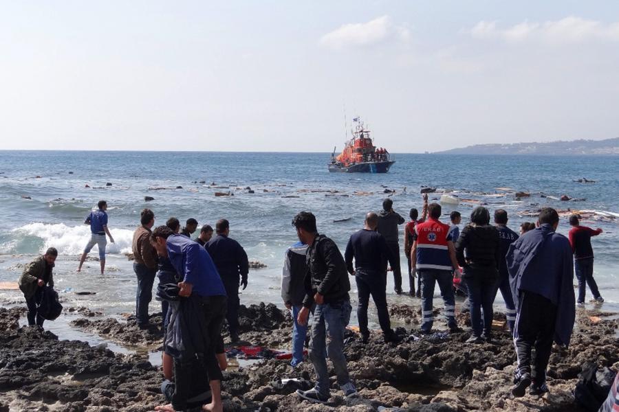 Nielegalni imigranci na plaży Zefyros na Rodos