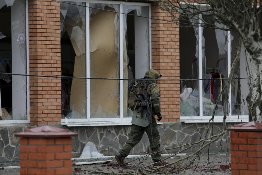 Ukraiński żołnierz w miejscowości Szyrokino w Obwodzie Donieckim na Ukrainie