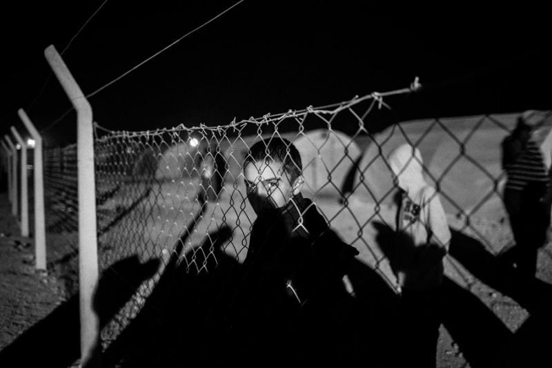 Uchodźca z miasta Kobane - zdjęcie, które zwyciężyło w konkursie Grand Press Photo 2015