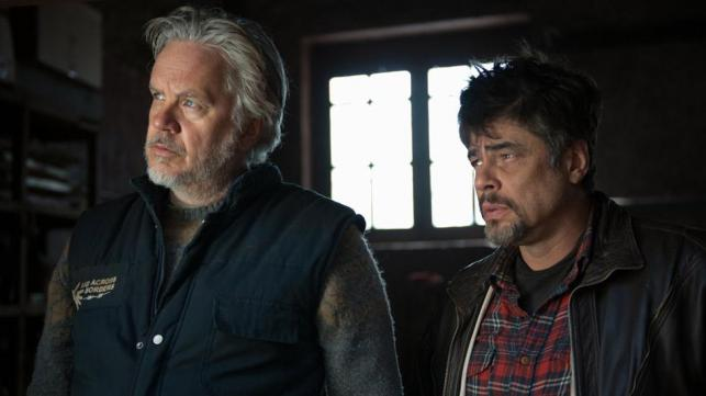 Benicio del Toro i Tim Robbins niosą pomoc potrzebującym