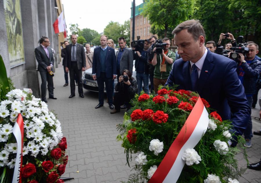 Andrzeja Duda złożył w Warszawie kwiaty pod tablicą upamiętniającą pomordowanych w okresie PRL, w 67. rocznicę śmierci rotmistrza Witolda Pileckiego