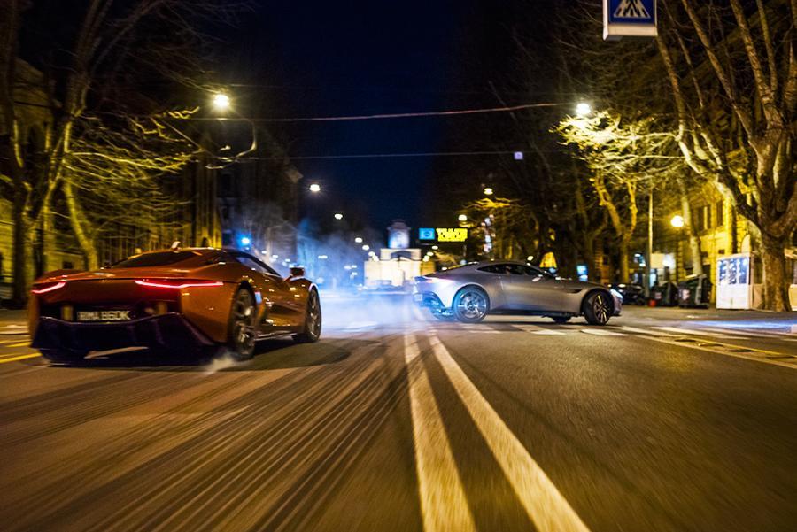 James Bond pędzi ulicami Rzymu