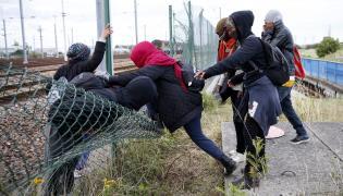 Nielegalni imigranci we Francji