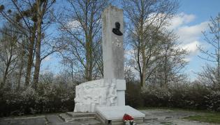 """Pomnik """"kata Suwalszczyzny"""" w Pieniężnie"""