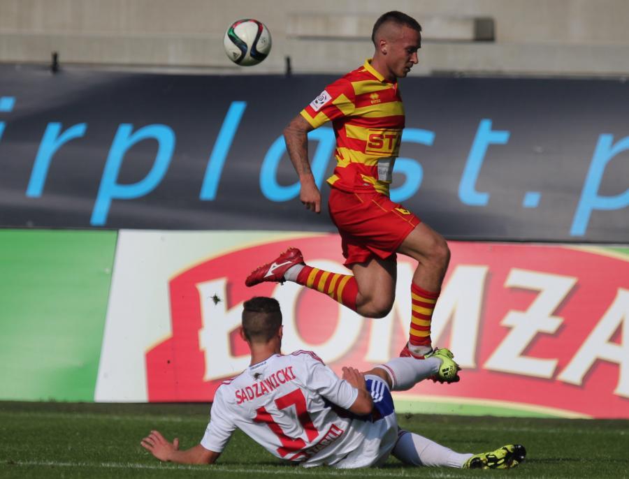 Dominik Sadzawicki (L) z Górnika Zabrze i Jacek Góralski (P) z Jagiellonii Białystok podczas meczu T-Mobile Ekstraklasy