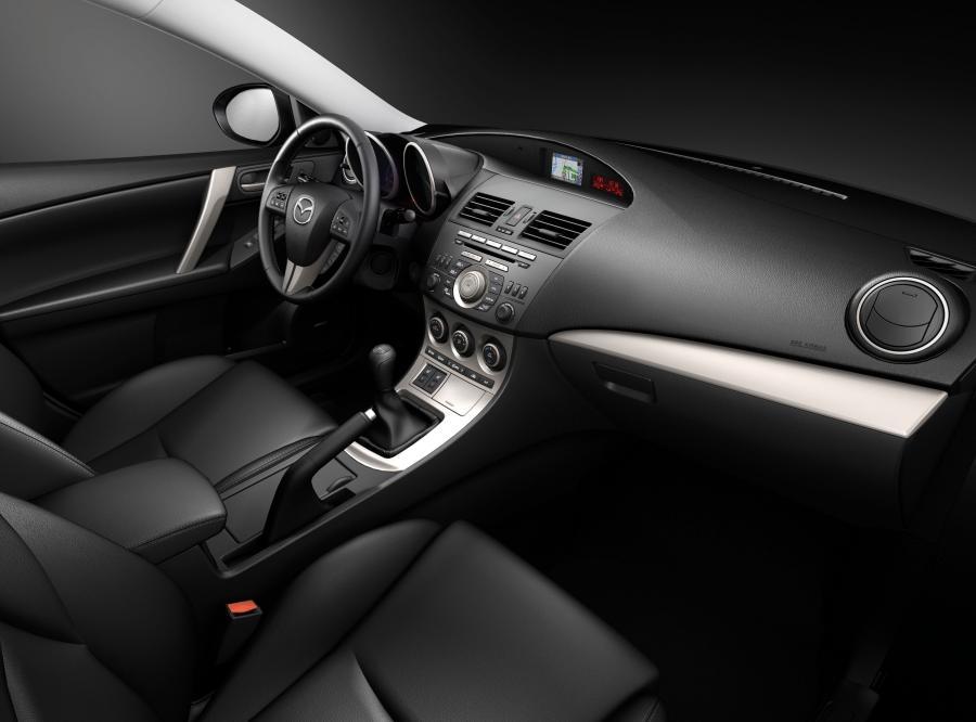 Całkowicie nowa mazda3 w wersji hatchback zadebiutuje 3 grudnia 2008 roku podczas salonu samochodowego w Bolonii. Wtedy poznamy więcej szczegółów. Sprzedaż ruszy dopiero w połowie 2009 roku - warto czekać...