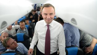 Prezydent RP Andrzej Duda w samolocie podczas wizyty w Estonii