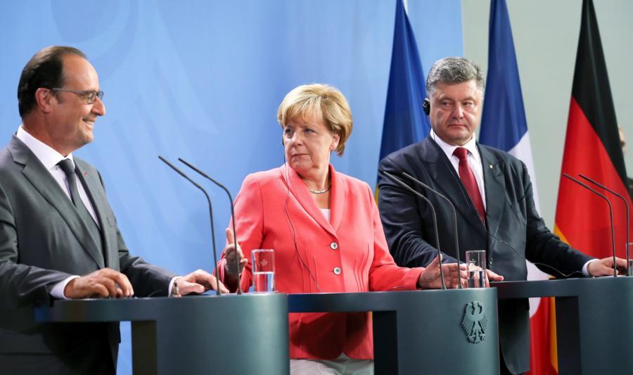Prezydent Francji Francois Hollande, kanclerz Niemiec Angela Merkel i prezydent Ukrainy Petro Poroszenko