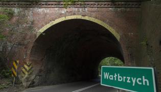 Na zdjęciu archiwalnym z 23.08.2015. wiadukt w Wałbrzychu