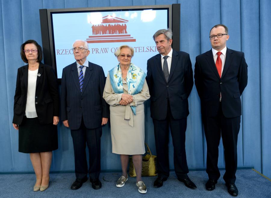 Adam Bodnar oraz byli RPO (od lewej): Irena Lipowicz, Adam Zieliński, Ewa Łętowska, Andrzej Zoll, podczas konferencji prasowej w Sejmie