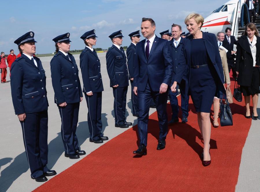 Prezydent Andrzej Duda z żoną Agatą Kornhauser-Dudą po przylocie do Erfurtu