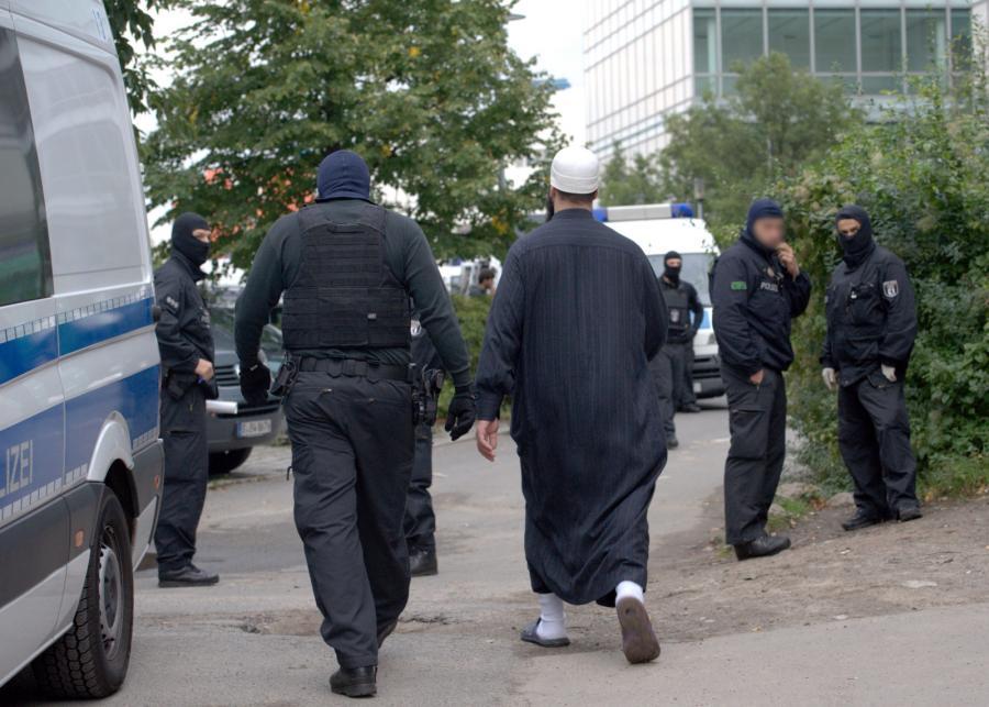 Akcja niemieckiej policji w centrum islamskim przy meczecie w Berlinie