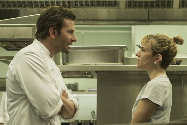 """Bradley Cooper i Sienna Miller w filmie """"Ugotowany"""""""