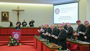 Biskupi przed rozpoczęciem 370. Plenarnego Zebrania Konferencji Episkopatu Polski