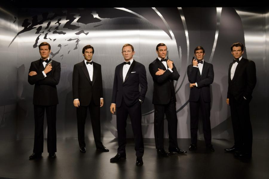 Roger Moore, Timothy Dalton, Daniel Craig, Sean Connery, George Lazenby i Pierce Brosnan z wosku