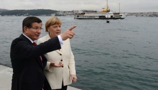 Turecki premier Ahmet Davutoglu i Angela Merkel