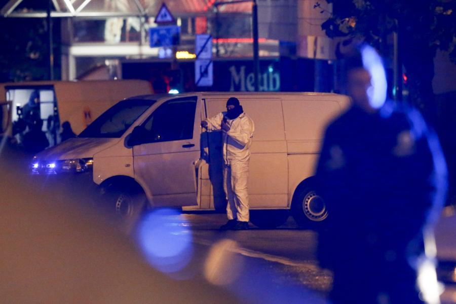 Policja w Brukseli, w dzielnicy Molenbeek