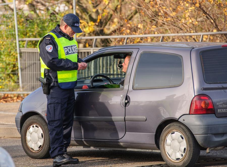 Policyjne kontrole po zamachach w Paryżu