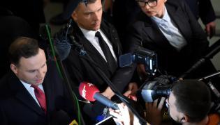 Prezydent Andrzej Duda rozmawia z dziennikarzami w Sejmie