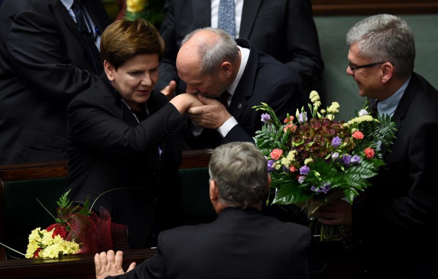 Sejm bezwzględną większością głosów przegłosował wotum zaufania dla rządu Beaty Szydło
