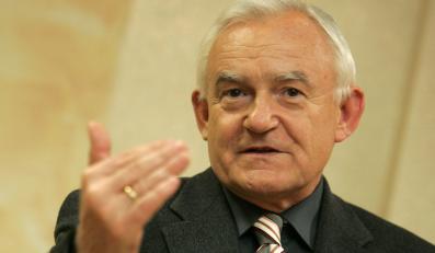 Miller: Rosja już przyznała się do Katynia