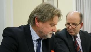 Minister zdrowia Konstanty Radziwiłł (P) oraz wiceminister zdrowia Jarosław Pinkas (L)
