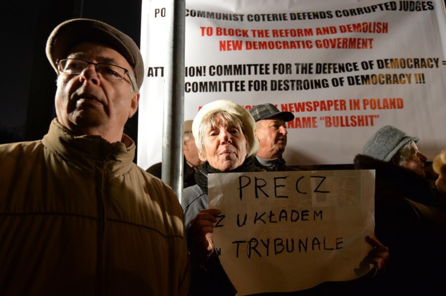 Manifestacje przed Sejmem w związku z aferą wokół Trybunału Konstytucyjnego