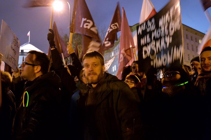 Adrian Zandberg na manifestacji w obronie niezależności TK