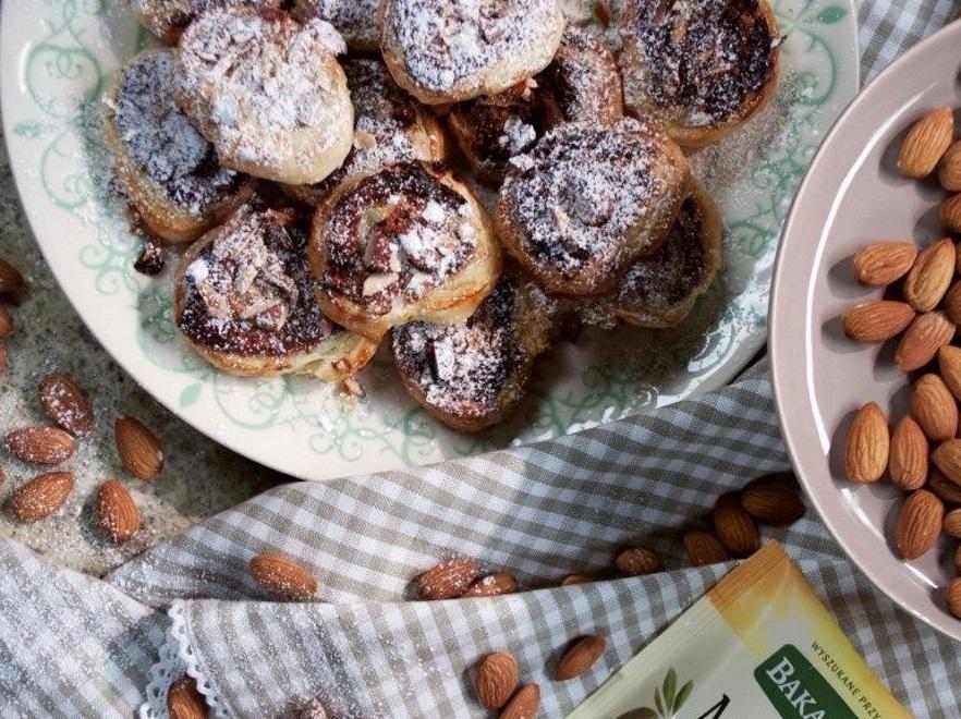 Ślimaki z ciasta francuskiego z migdałami