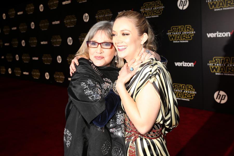 """Carrie Fisher i jej córka Billie Lourd na premierze """"Gwiezdnych wojen: Przebudzenia Mocy"""""""