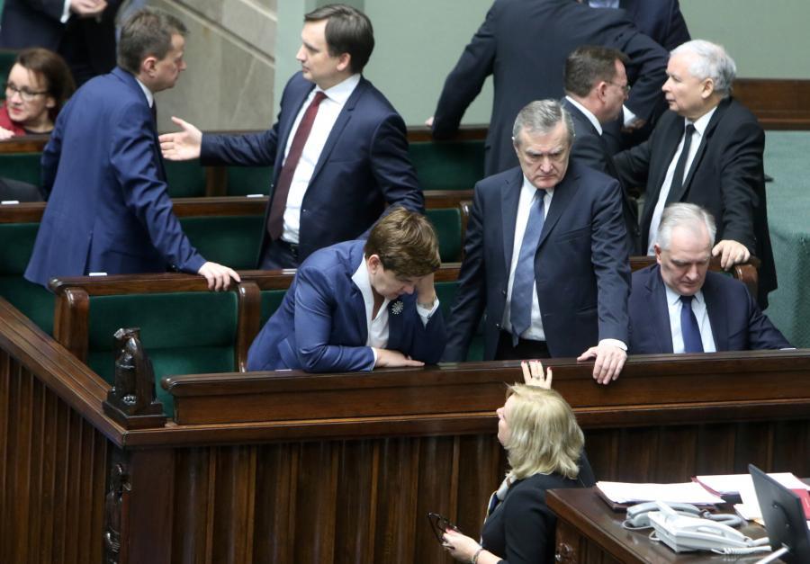Beata Szydło wśród ministrów swojego rządu