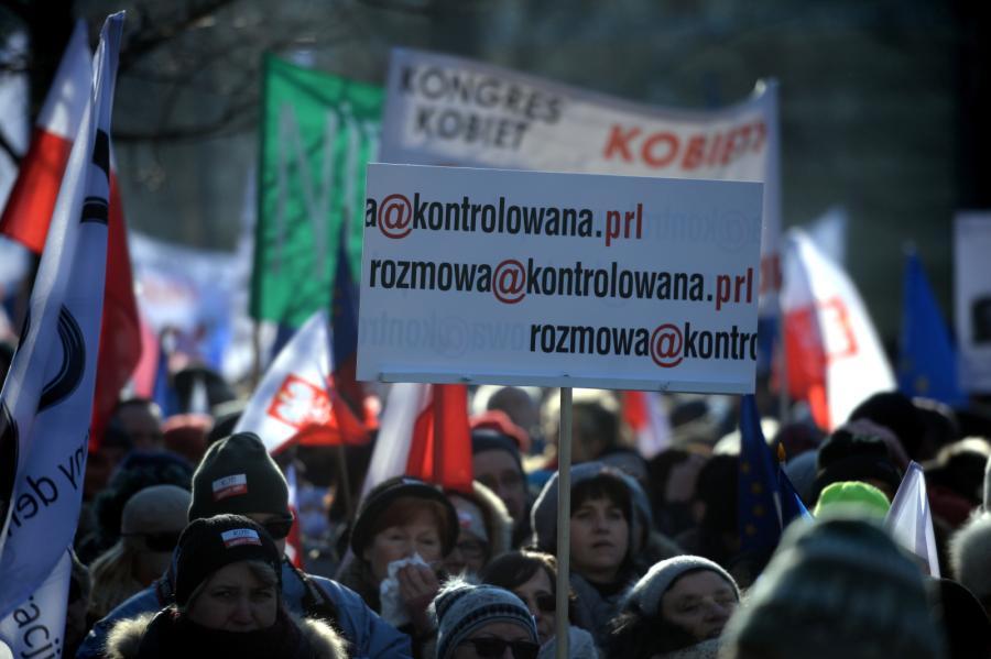 Manifestacja zorganizowana przez Komitet Obrony Demokracji pod hasłem \