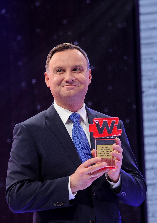 Prezydent Andrzej Duda odbiera nagrodę \