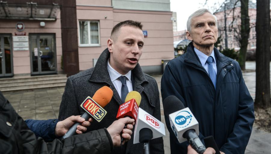 Krzysztof Brejza (L) i Marcin Święcicki (P) podczas konferencji prasowej KP PO dot. złożenia wniosku do Prokuratora Generalnego ws. objęcia osobistym nadzorem postępowań w sprawach SKOK