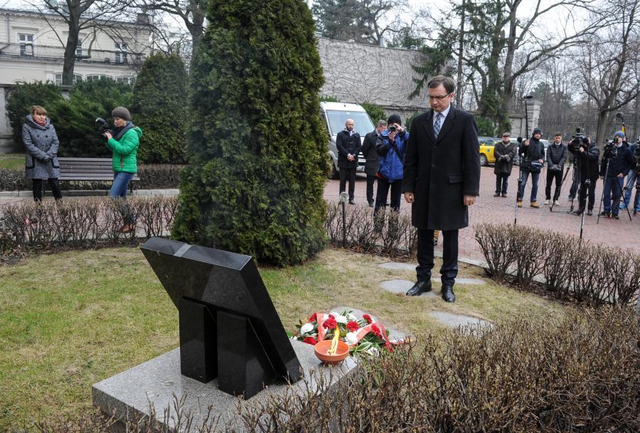 Zbigniew Ziobro złożył wieniec pod tablicą poświęconą Janowi Rodowiczowi ps. Anoda