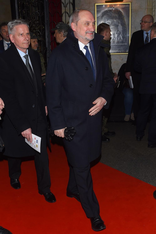 """Minister obrony Antoni Macierewicz, podczas premiery filmu Jerzego Zalewskiego """"Historia Roja"""""""