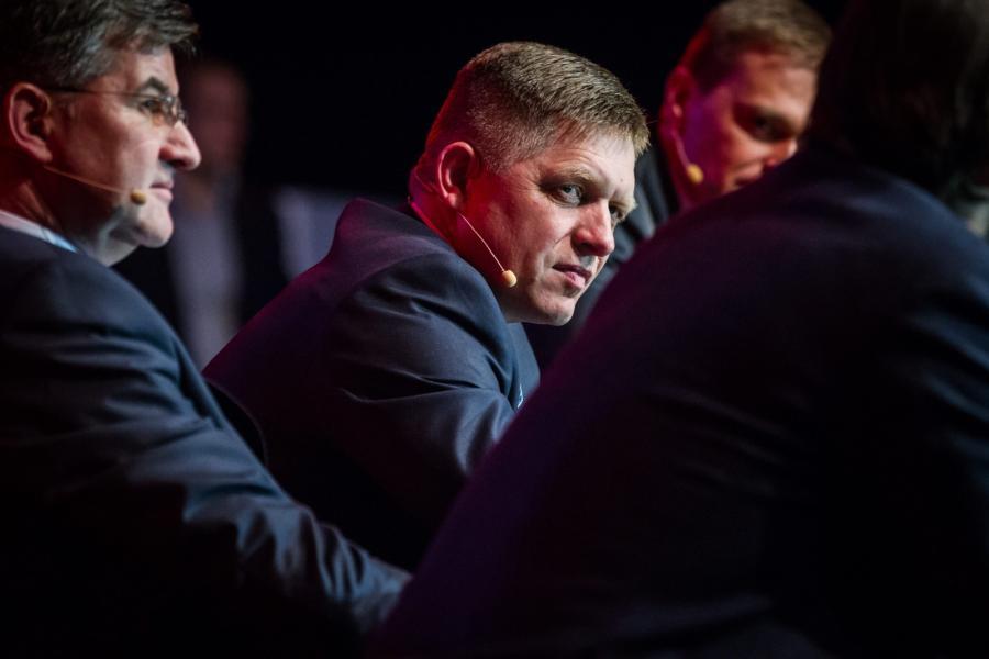 Premier i szef partii SMER Robert Fico na spotkaniu wyborczym w Bratysławie