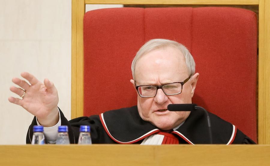 Sędzia-sprawozdawca Stanisław Biernat podczas rozprawy przed Trybunałem Konstytucyjnym