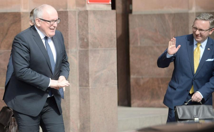 Wiceprzewodniczący KE Frans Timmermans i sekretarz stanu w Kancelarii Prezydenta RP Krzysztof Szczerski