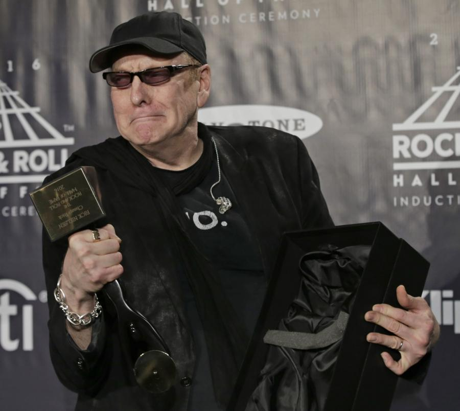 Rick Nielsen z grupy Cheap Trick podczas ceremonii wprowadzenia do Rock and Roll Hall of Fame