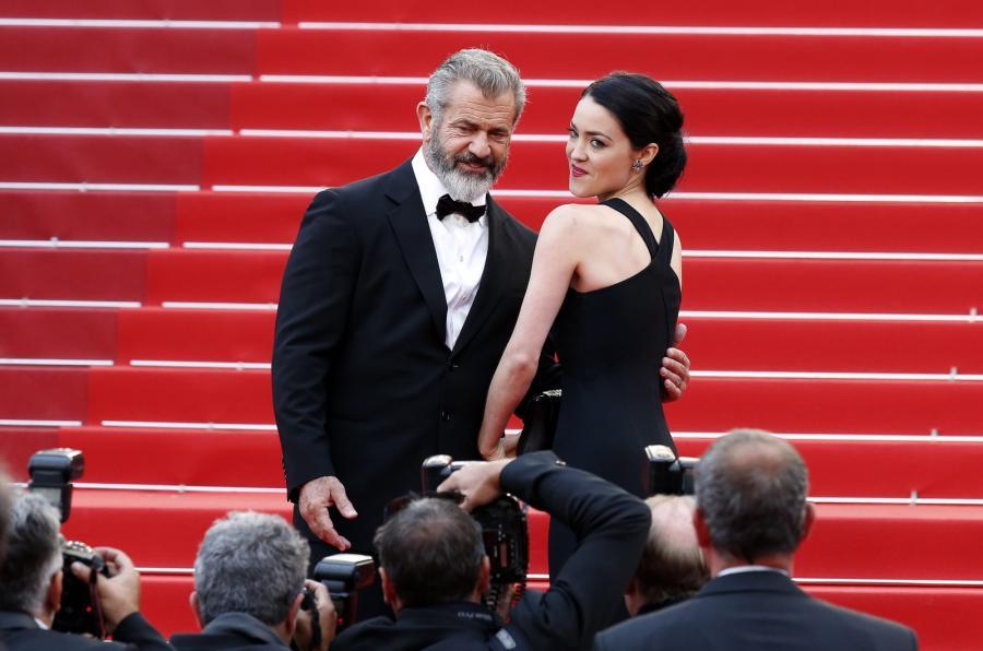 Mel Gibson i Rosalind Ross na gali zamknięcia festiwalu w Cannes