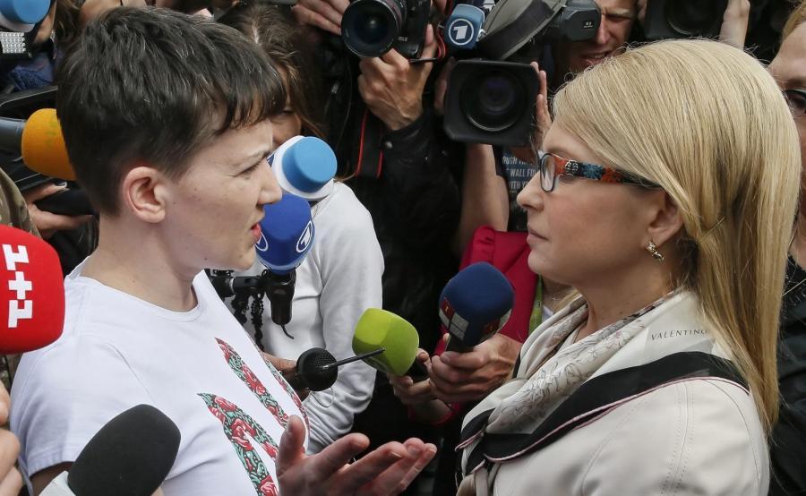 Sawczenko witana przez Julię Tymoszenko