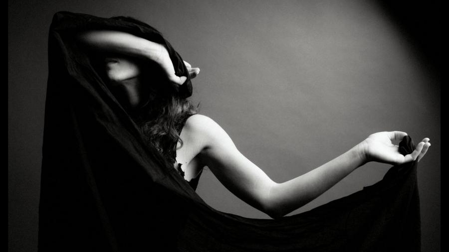 Marissa Nadler na okładce albumu \
