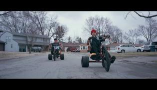 "Zespół Twenty One Pilots - klip ""Stressed Out"""