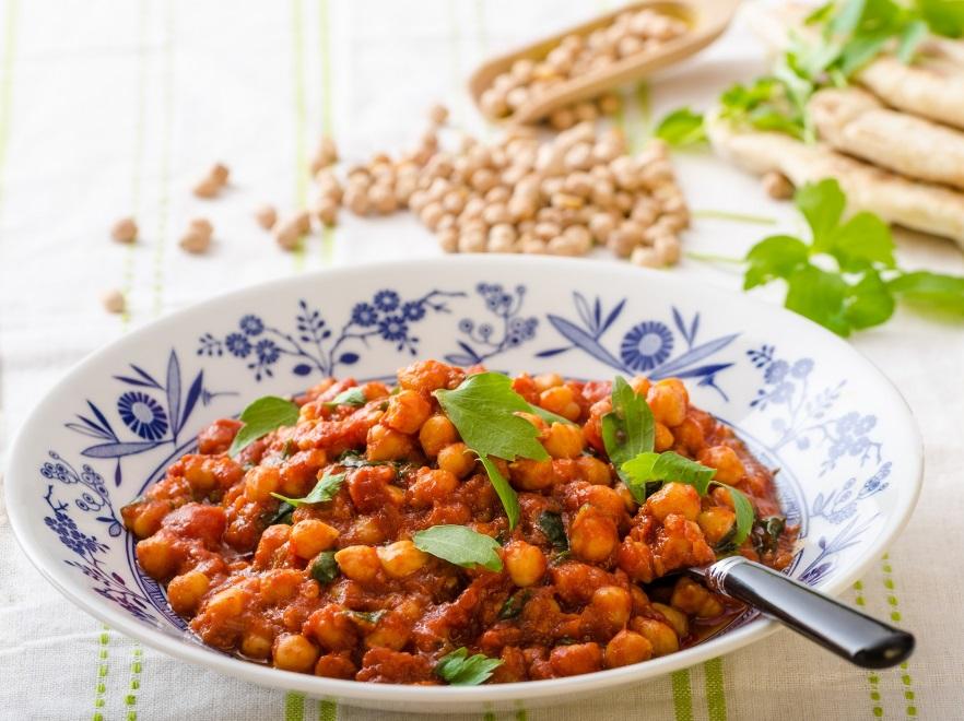 Makaron z cieciorką i indykiem w sosie pomidorowym
