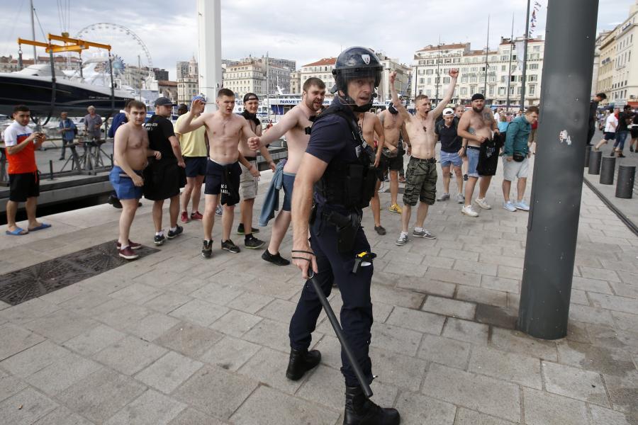 Kolejne zamieszki w Marsylii. Bili się angielscy i rosyjscy kibice