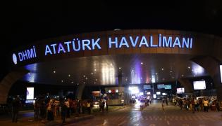 Zamachowcy wzięli na cel międzynarodowe lotnisko w Stambule