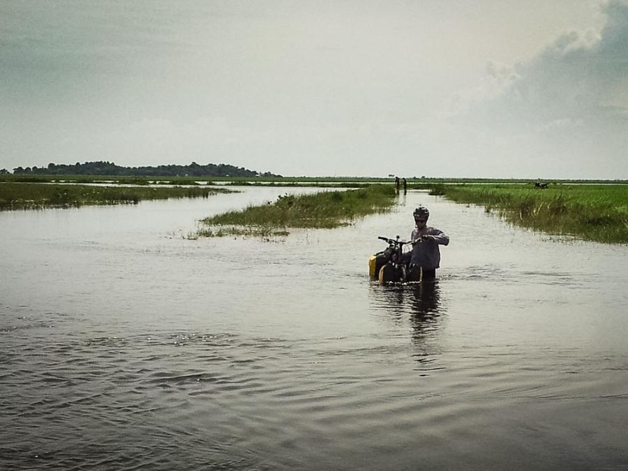 Kambodżański off road; fot. T. Bogusz / Pirania na kolację